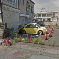 Fukusima magára hagyott autói