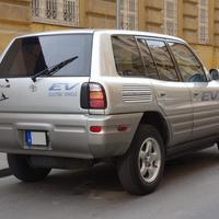 Mi az az EV e magyar RAV-4 oldalán?