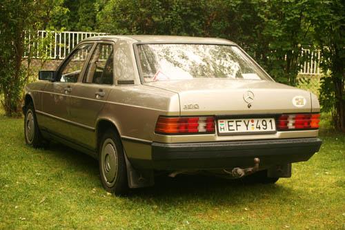 Mrs. Csikós Mercedes-benz 190 D-je hátulról