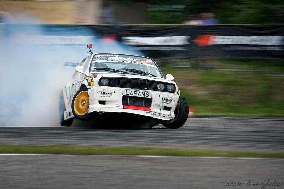 E30 drifting.jpg