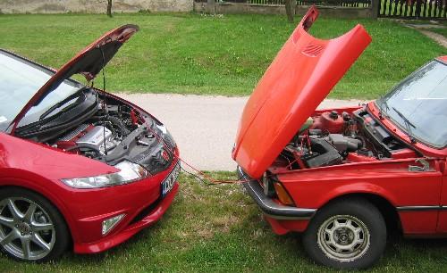BMW 318i-t töltő Honda Civic Type-R. Fotó: Rácz Tamás