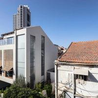Álom: Modern ház belső kerttel és medencével