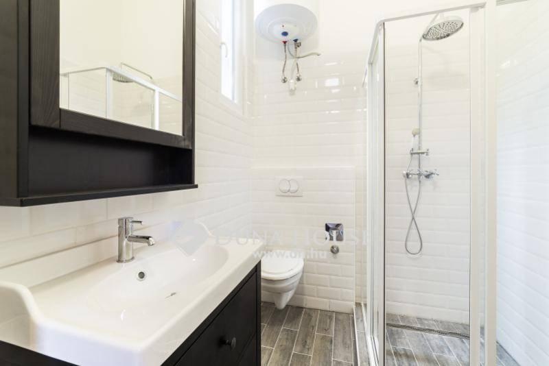 Fehér és fa, ez a tökéletes skandináv fürdő - Belül tágasabb
