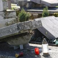 Bánokszentgyörgyön önkormányzati megbízásból rongáltak sírokat