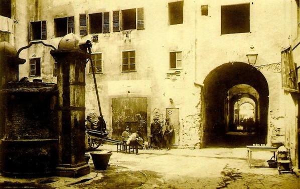 Piazza-della-Fonte-Ghetto-598x378.jpg