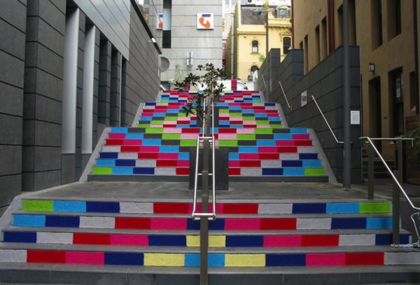 magda-sayeg-knitta-please-yarn-bombing-street-art-600x407.jpg