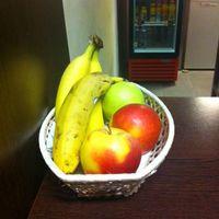 Képviselői indítványom legfrissebb gyümölcse - piros alma a III. kerületi önkormányzat büféjében