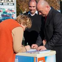 A Fidesz és az MSZP is befűtene a menekültekkel?