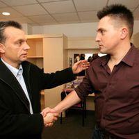 Ákos és a Fidesz, avagy nehogy már a csík tolja a repülőt