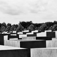 Holocaust emlékhely – Peter Eisenman (USA) 2005.