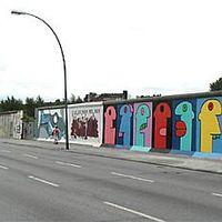Seb vagy emlék? - Húsz éve omlott le a berlini fal