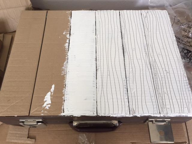 kartonpapírral és modellpasztával borítva