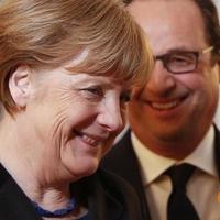 Megállapodtak, Merkel asszony? Ööö, nincs valakinél egy töltő?