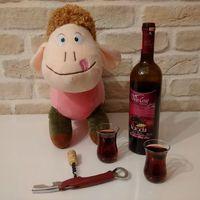 Ismerjétek meg Phülöpöt, az alkoholista nyakpárnát!