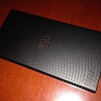 Sötétben pózol a BlackBerry Z3