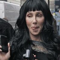 Milyen telefonja van az eastwicki boszorkánynak?