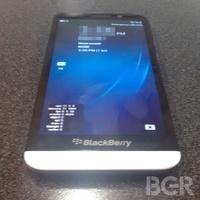 Megjött az első kép a Mega-BlackBerryről