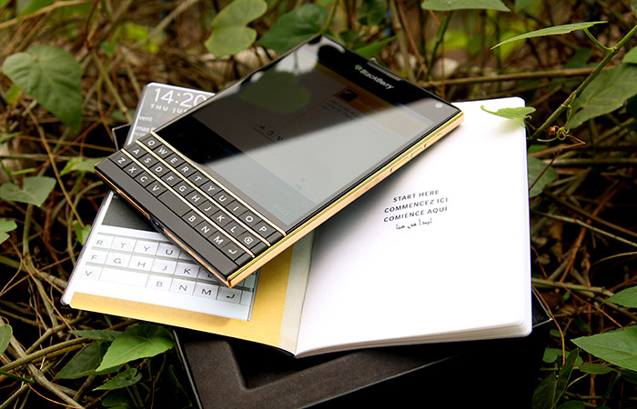 gold-blackberry-passport1.jpg