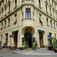 Exploring Budapest's most exciting square: Part II - Csiga