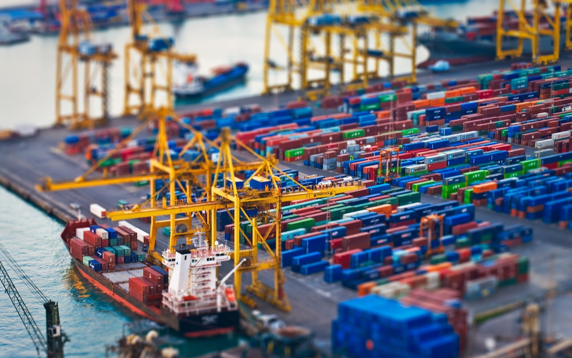 shipping-containers-ships-tilt-shift-vehicles-768650-1920x1200.jpg
