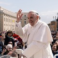 Ferenc pápa ne kérjen bocsánatot