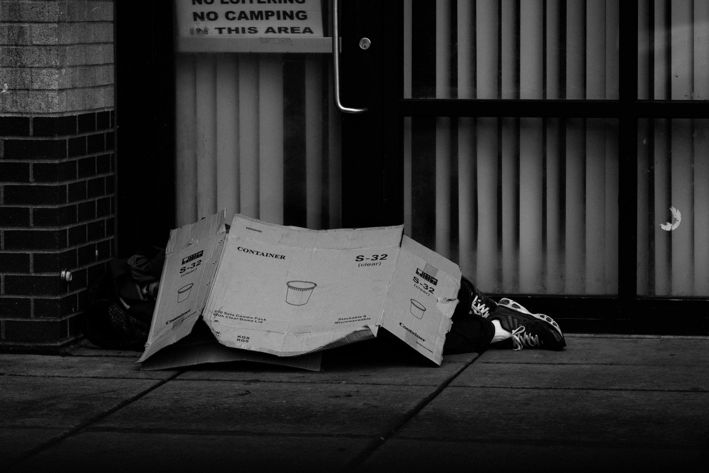 black-and-white-cardboard-city-1060365.jpg