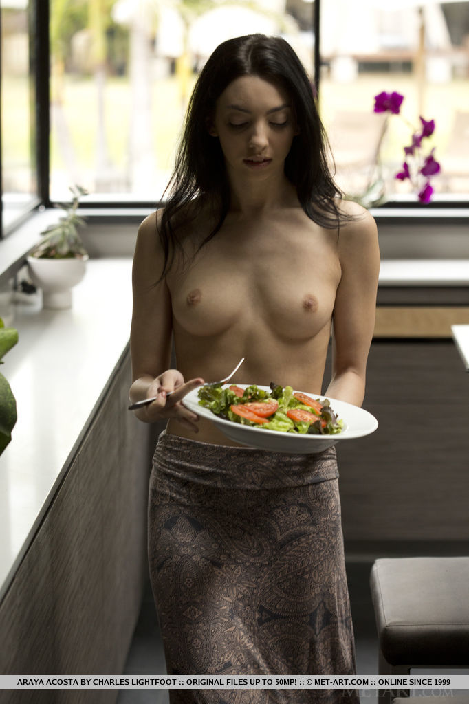 come-and-taste-the-flavour-of-sexy-naked-araya-acosta-01.jpg