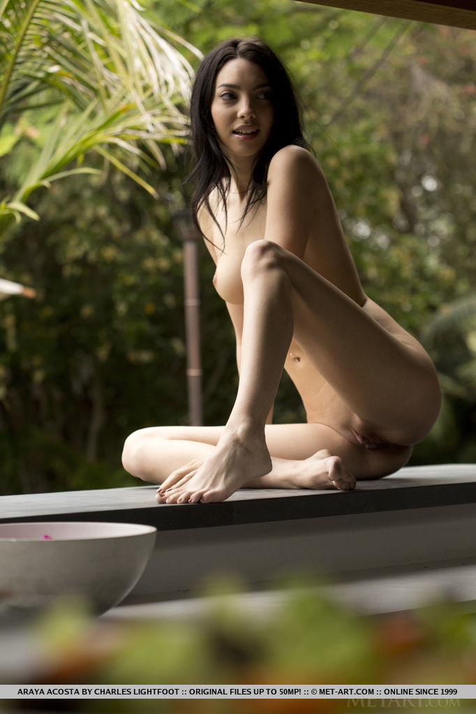 come-and-taste-the-flavour-of-sexy-naked-araya-acosta-08.jpg