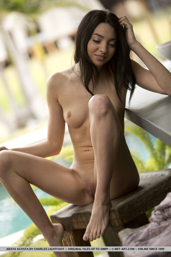 come-and-taste-the-flavour-of-sexy-naked-araya-acosta-10.jpg
