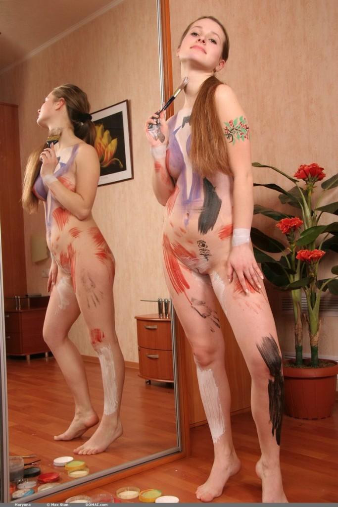 domai-maryana-painting-herself-06.jpg