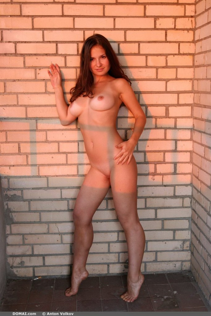 domai-vina-naked-on-the-balcony-02.jpg