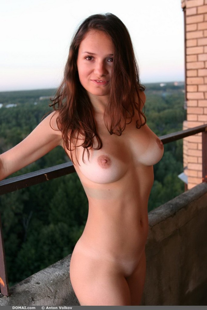 domai-vina-naked-on-the-balcony-06.jpg