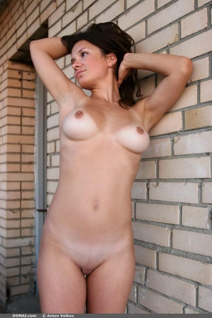domai-vina-naked-on-the-balcony-10.jpg