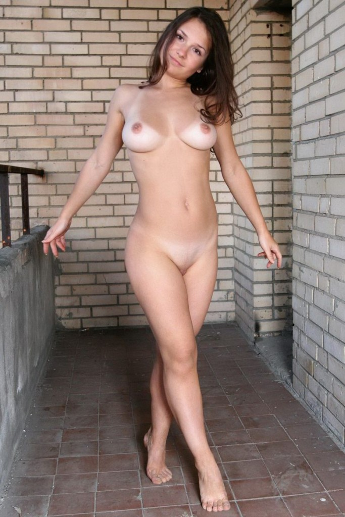 domai-vina-naked-on-the-balcony-14.jpg