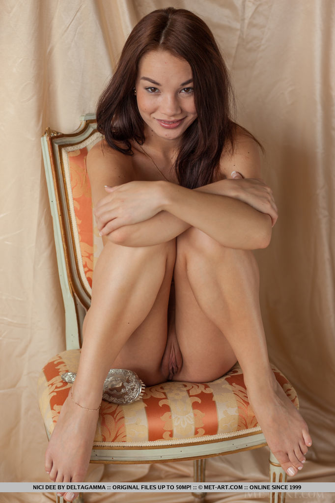 enjoy-astonishing-brunette-nici-dee-in-nude-posing-09.jpg