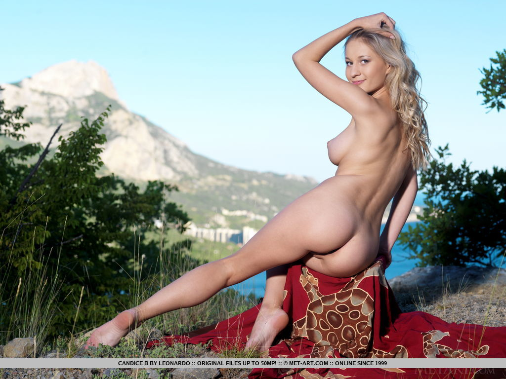 feast-your-eyes-while-you-watch-candice-b-completly-naked-11.jpg