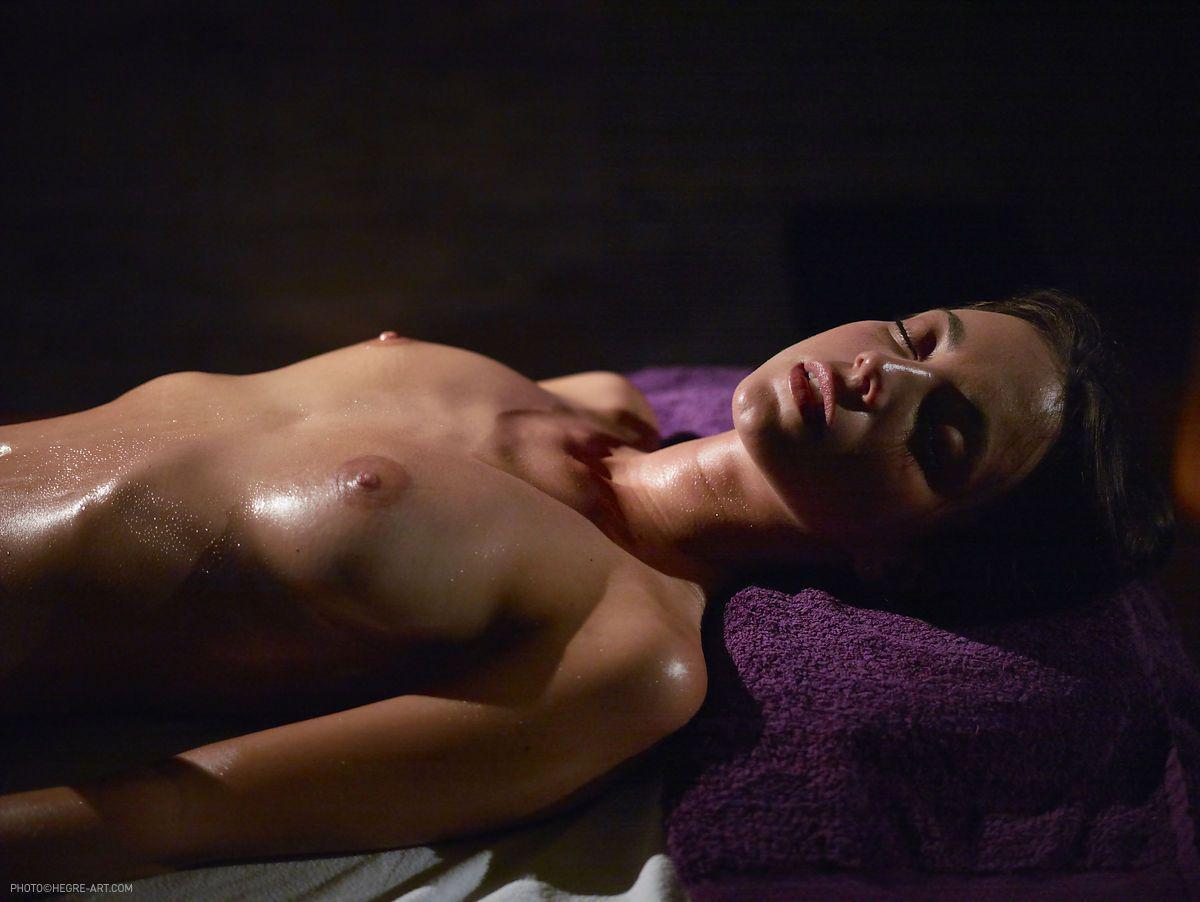 kiki-anal-stimulation-massage-05.jpg