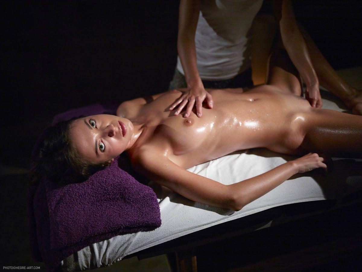 kiki-anal-stimulation-massage-09.jpg