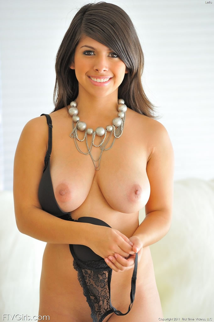 leila-shows-off-her-huge-breasts-02.jpg