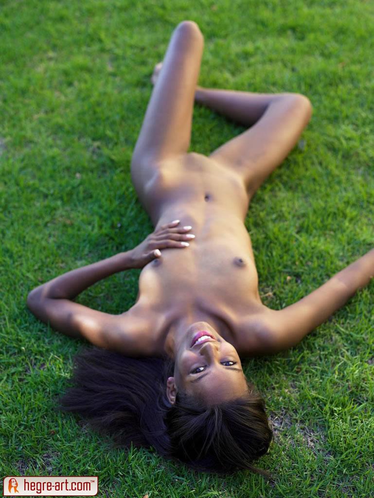 naomi-green-grass-12.jpg