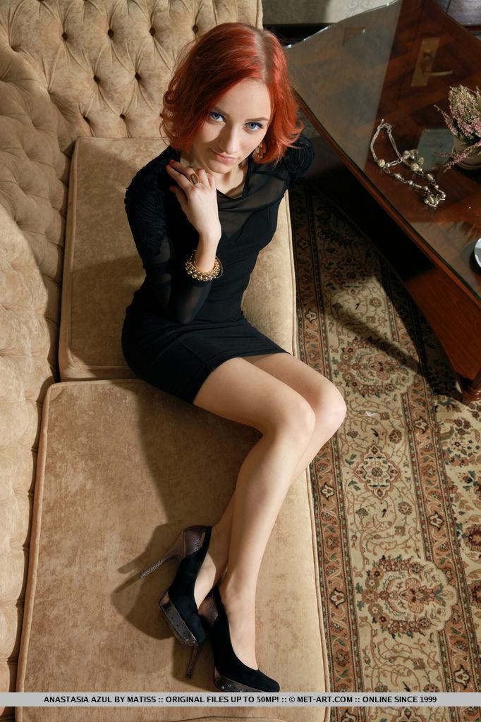 redhead-chick-anastasia-azul-loses-her-black-tight-dress-02.jpg