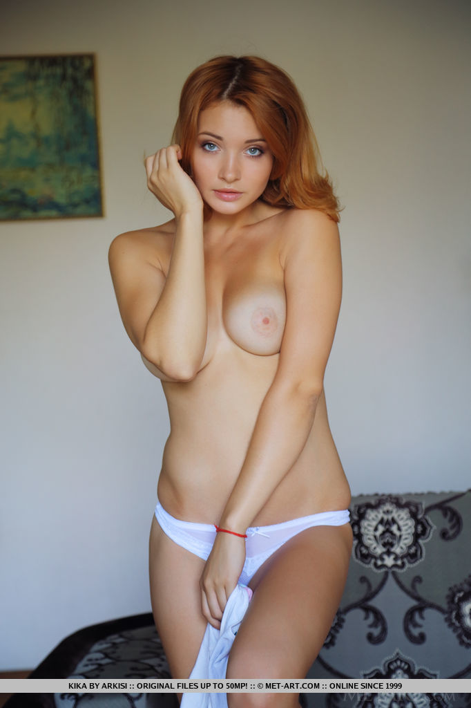 sexy-redhead-kika-is-waiting-you-naked-01.jpg
