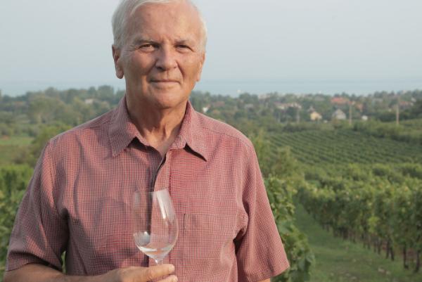 Jásdi István, nyugdíjasként is a borászatnak él