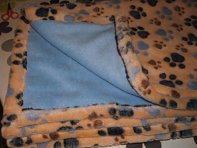 Ez a Zsófié. A visszája az egyik minta színével egyezik. A Zorkáénak barna a bélése.