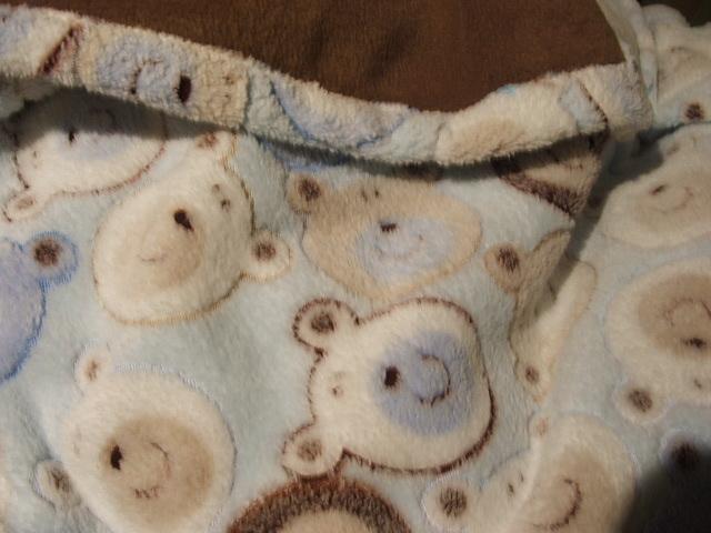 Ezt Eszteren használat közben fotóztam. Karácsonyon 4-kor elnyomta az álom, és a minta miatt fotóztam csak a takarót.