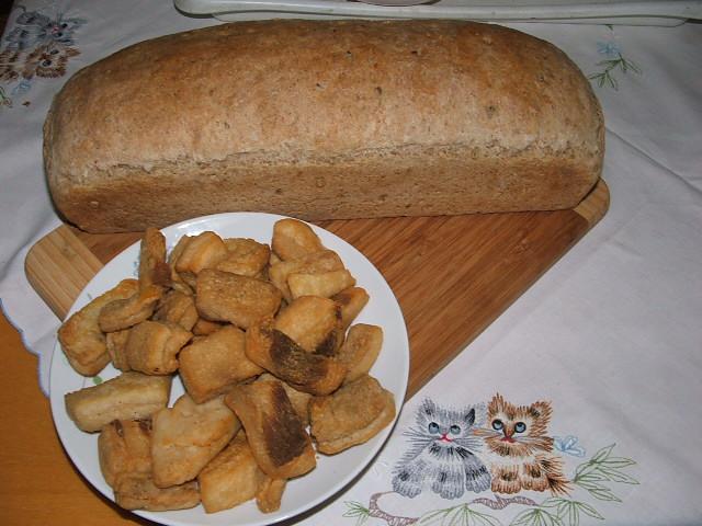 A mindennapi kenyerünk, és egy kis tepertő.