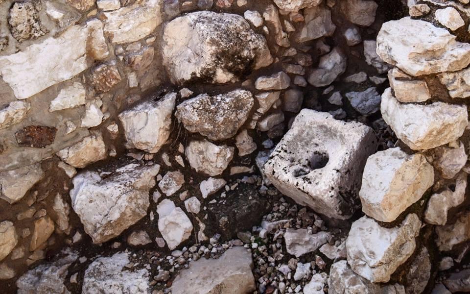 Ahi'el házának latrinája