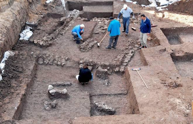 27_kiep_archaeologists.jpg