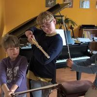 Kezdőhang - Csellón, hegedűn és zongorán