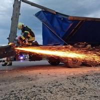 Kamion baleseténél a bicskei önkormányzati tűzoltók